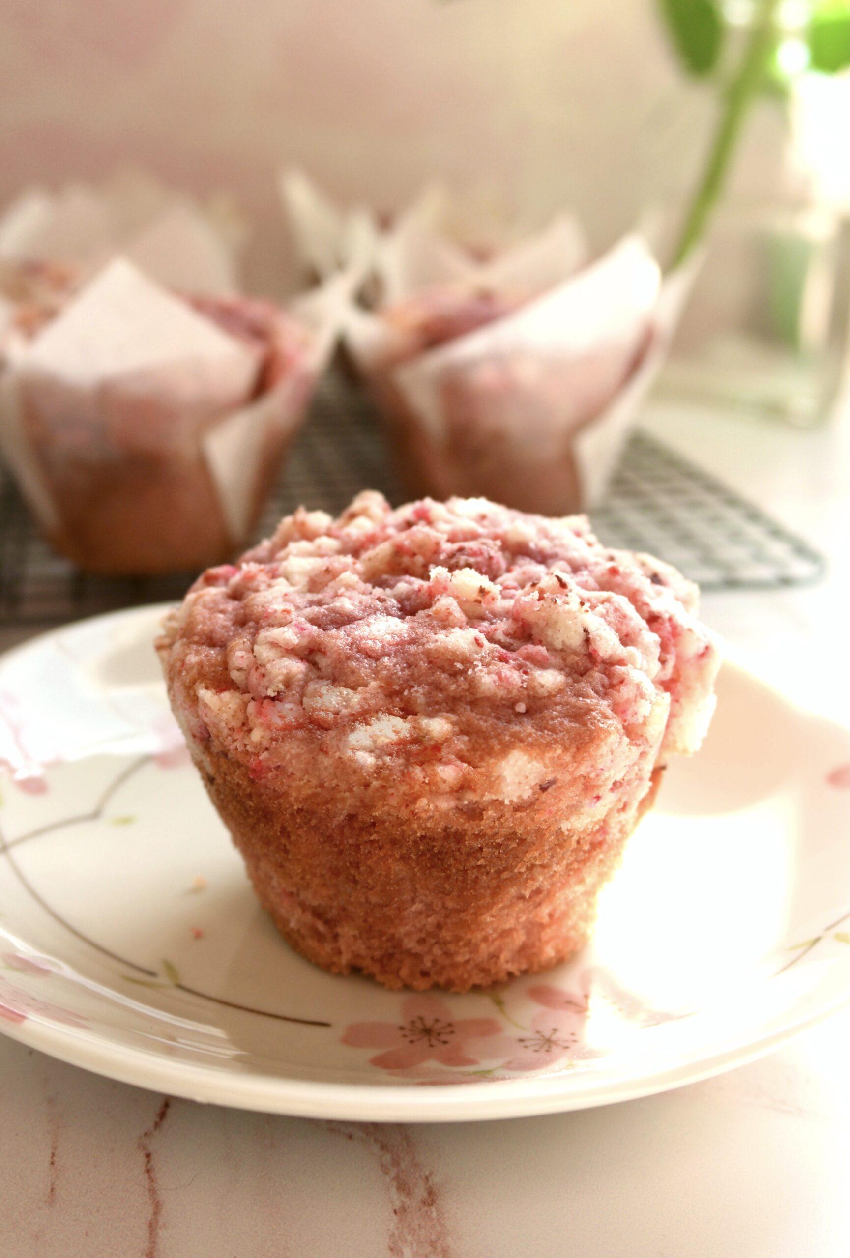strawberrry shortcake crumble muffins